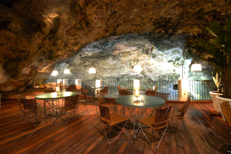 The-Summer-Cave-Restaurant-Italy-2
