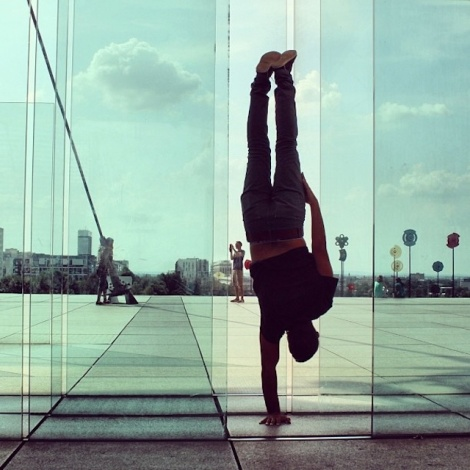 Breakdancer-at-Famous-Paris-Landmarks-10