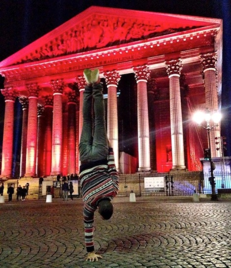 Breakdancer-at-Famous-Paris-Landmarks-21