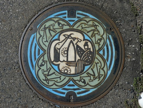 Japanese-manhole-cover-art-15