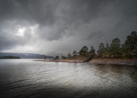 Landscape-intervention-by-Jonas-Dahlberg-to-honour-Norwegian-terrorist-attack-victims_dezeen_50
