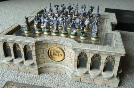 13-Lord-of-the-Rings-chess-set-600x394