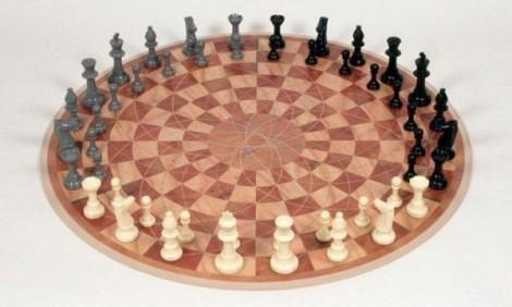 19-Round-3-players-chess-set-600x361