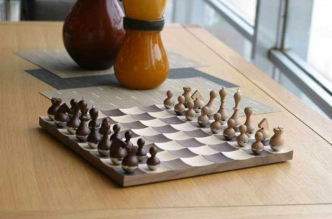 2-Wobble-chess-pieces-600x397