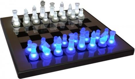25-LED-lit-chess-set-600x352