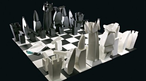 26-Frank-Gehry-bone-china-chess-set-600x337