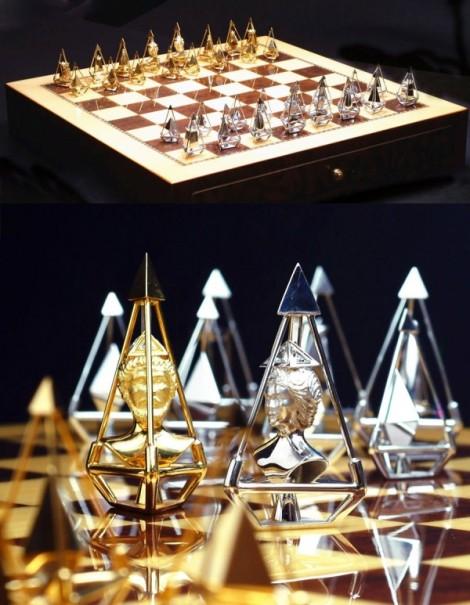 29-Charles-Hollander-luxury-gold-diamond-chess-set-600x773