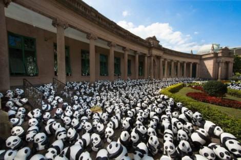 Papier-mache-Pandas-in-Hong-Kong10-640x426