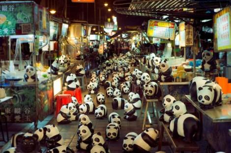 Papier-mache-Pandas-in-Hong-Kong11-640x426