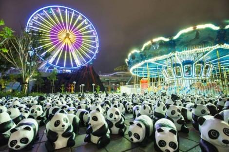 Papier-mache-Pandas-in-Hong-Kong2-640x426