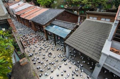 Papier-mache-Pandas-in-Hong-Kong4-640x427