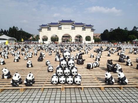 Papier-mache-Pandas-in-Hong-Kong6-640x480