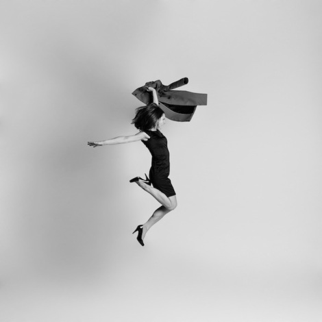 Black-and-white-jumping-people-photography-4